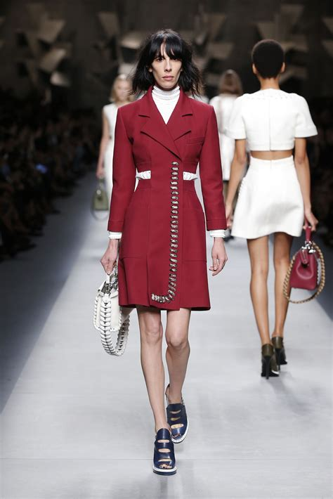 FENDI SPRING SUMMER 2016 WOMEN'S COLLECTION | The Skinny Beep