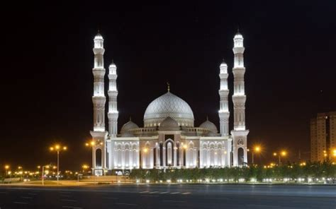 Ramadan Special: 15 Most Beautiful Mosques Around the